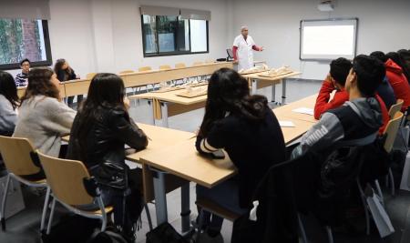 Les élèves du Lycée Français International Louis-Massignon visitent l'UM6SS