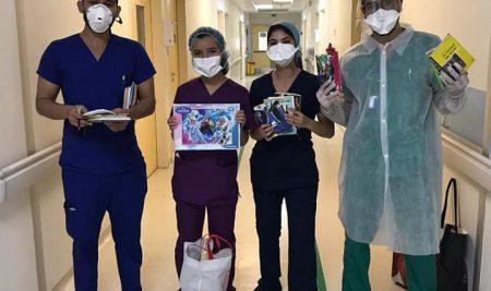 LCU sourires d'enfants UM6SS distribue des cadeaux aux enfants atteints du COVID-19 à l'HCK